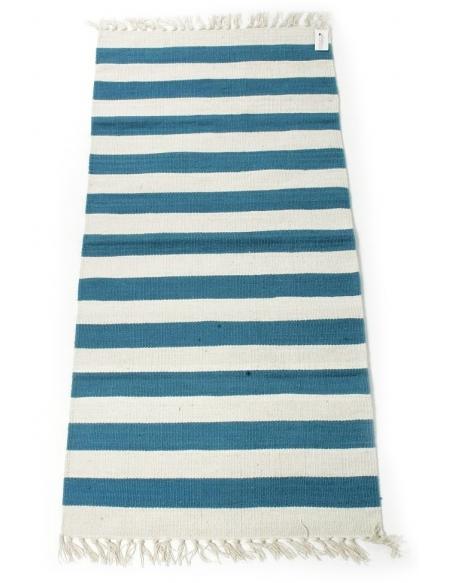 Dywan w biało - niebieskie pasy